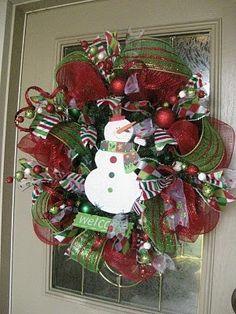 So cute! Snowman Christmas wreath!