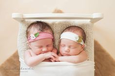 Double happiness  Ania and Laura Oh, we had fun... so much fun. Especially at the end of the session  #twins #newborngirl…
