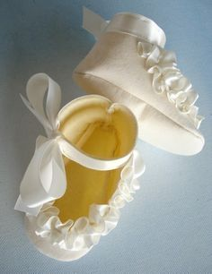 Baby Shoes  Booties with Ruffled Ribbon Sewing Pattern  PDF