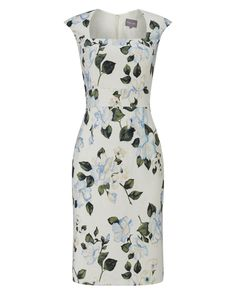 A floral print textured jacquard dress with a square neck and waist band detail. This fitted style has a centre back zip, back vent on skirt and is fully lined for comfort.