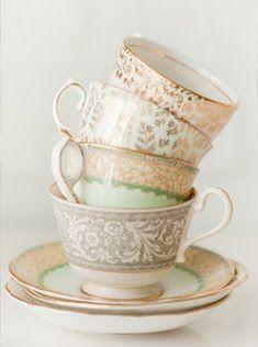 pretty gold accented tea cups {<3}