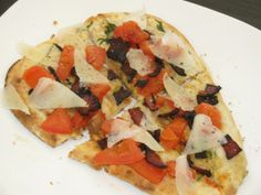 SKINNY LUNCHES: Mediterranean Bacon Tomato Individual Pizza ONLY 269 Calories