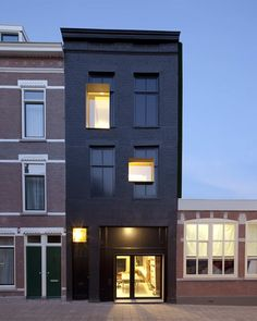 Black Pearl House: a 100 year old, neglected Rotterdam house renovated by Studio.Rolf.fr