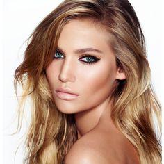 Charlotte Tilbury é minha maquiadora favorita! Acho todos os looks dela perfeitos, impecáveis e chiques. Recentemente ela lançou uma linha incrível de maquiagem, por enquanto somente disponível em Londres, mas se tiverem a oportunidade vale a pena conhecer! No site dela tem várias maquiagens maravilhosas para nos inspirarmos, e o melhor, tem tutorial de cada …