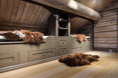 Home Decoration For Living Room Code: 7811253647 Mountain House Decor, Mountain Cottage, Kids Bedroom Furniture Design, Cabin Interior Design, Modern Lodge, Luxury Modern Homes, Lodge Decor, Attic Spaces, Cottage Interiors
