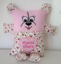 Naninha para bebê, feito com tecido 100% algodão, com enchimento de fibra siliconada anti-alérgico. Pode haver variações na estampa. - 7D03C3 Owl Quilt Pattern, Quilt Patterns, Childrens Cushions, Felt Ornaments Patterns, Diy And Crafts, Crafts For Kids, Sewing Dolls, Diy Pillows, Fabric Dolls