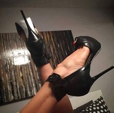 Los tacones pies y piernas mas sexys de la red. The most very Sexy Feet, Legs, Heels and Shoes around the web. Hot High Heels, Sexy Heels, Strappy Heels, Stiletto Heels, Shoes Heels, Shoes 2018, London Shoes, Nude Sandals, Only Shoes