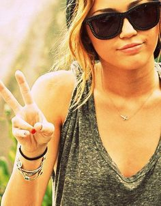 miley cyrus, grey sleeveless t-shirt, wayfarers, bracelets, cross necklace