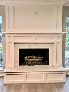 17 Simple Design Living Room Fireplace - All For Remodel İdeas Fireplace Redo, Family Room Fireplace, Farmhouse Fireplace, Fireplace Hearth, Fireplace Remodel, Fireplace Surrounds, Fireplace Design, Fireplace Molding, Fireplaces