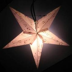 How to fold a 5 pointed origami star with step by step photos. An easy way to make beautiful Christmas star decorations. Easy Homemade Christmas Gifts, Homemade Gifts For Boyfriend, Homemade Mothers Day Gifts, Origami Christmas Ornament, Christmas Ornaments To Make, Origami Star Instructions, Origami Tutorial, Paper Star Lanterns, Homemade Christmas Decorations