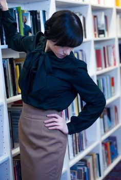 here& another version- Vintage Secretary Blouse - Bow blouse only - Secretary Outfits, Bow Blouse, Chic Outfits, Vintage Fashion, Office Chic, Bows, My Style, Skirts, How To Wear