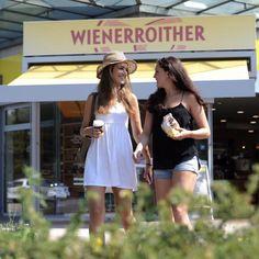 Genießt du schon oder arbeitest du noch? 😎 Sogar g'sund is abgefahren beim Wienerroither: eine riesige Auswahl an Dinkelprodukten wartet darauf von dir erobert zu werden. 😋 Ma guat!  .  Der Bäcker vom Wörthersee. 🥨 .  #wienerroither #maguat #bäckerei #brot #Gebäck #handgemacht #bäcker #geschmack #genuss  #backen #backstube, #backhandwerk, #bake, #bakery, #withlove  #wörthersee #kärnten #austria  #café #kaffee #coffeetogo  #torten #cake #kuchen  #Frühstück