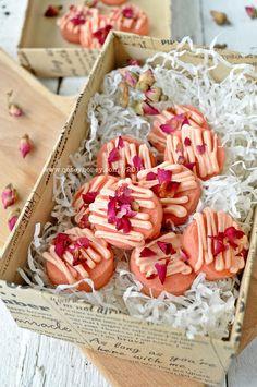 BISKUT ROSE PETALS | QASEY HONEY