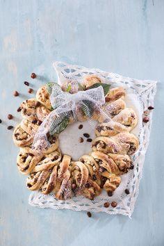 Stollenkranssi on kaunis saksalainen joulupulla, jonka täytteenä on mantelimassaa ja pähkinäsuklaata. N. 0,35€/annos*.