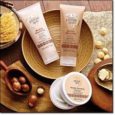 AVON PLANET SPA BLISSFULLY NOURISHING Pamper your body with nourishing African shea butter while you inhale the blissful blend of macadamia nut, rich vanilla and warm, creamy caramel.