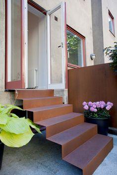 trappa cortenstål Contemporary Landscape, Landscape Design, Garden Design, Metal Stairs, Modern Stairs, Facade Design, House Design, Landscape Stairs, Garden Stairs