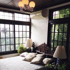 男性で、の大正ロマン/壁/天井についてのインテリア実例を紹介。「壁紙を貼ろうかと考え中。選んだサンプルを貼ってみた。」(この写真は 2016-01-21 07:26:14 に共有されました) Chinese Interior, Asian Interior, Japanese Interior, Interior Styling, Interior Design, Japanese Modern House, Casa Retro, Beautiful Living Rooms, Bedroom Vintage
