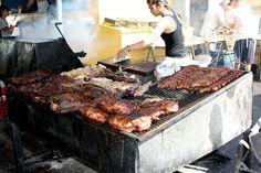 En Argentine on mange beaucoup de viandes grillées. Un bouiboui près du quartier la Boca