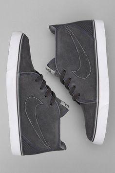 Nike Toki Mid Sneaker