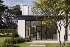 be home exterior/landscape Style At Home, Classical Architecture, Architecture Design, Pinterest Home, House Front Design, Modern Garden Design, Pool Houses, Building Design, Home Deco