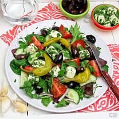 Greek salad with marinated feta. This fresh Greek salad with marinated feta is a winner! (in Dutch) Lunch Restaurants, Homemade Butter, Warm Food, Greek Salad, Slow Food, Cold Meals, Milk Recipes, Healthy Salad Recipes, Feta