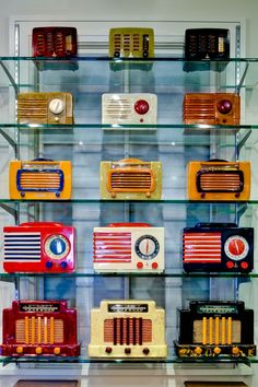 Amazing Collection Of Pristine Vintage Bakelite Radios