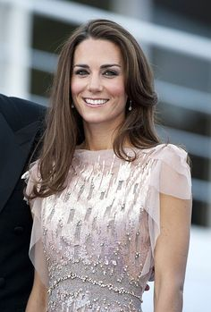 Kate Middleton with a blow dry for the ultimate party hair Graduation Hairstyles, Party Hairstyles, Wedding Hairstyles, Hairstyle Ideas, Hair Ideas, Kate Middleton Hair, Princess Kate Middleton, New Year's Eve Hair, Medium Length Blonde