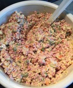 vlassky salat-priprava Slovak Recipes, Czech Recipes, Ethnic Recipes, Fried Rice, Pasta Salad, Salads, Food And Drink, Chicken, Meat