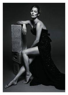 pinterest.com/fra411 #Kate moss | Kate Moss para Vogue Paris May 2011 | Ella es Fashion