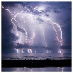 Lightning storm strikes in Venezuela Weather Storm, Wild Weather, Lightning Photography, Nature Photography, Photography Tips, Portrait Photography, Wedding Photography, Nature Sauvage, Thunder And Lightning