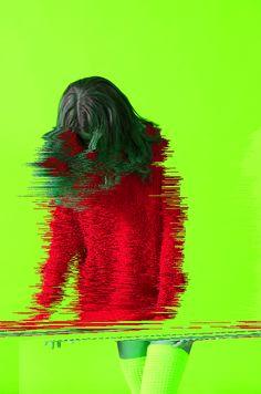 A mulher começou a reparar, sem querer reparar, que estava a desfazer-se e que o homem se limitava a observar. Para dar espaço. Os homens precisam de espaços, não será o primeiro a pedir-lho, logo ela ajustará conforme o que for possível, mas desta vez está vez a desfazer-se, a perder peças, pedaços, a deixar rasto. Alguém? (imagem ncontrado em feedly.com com o nome Static incision