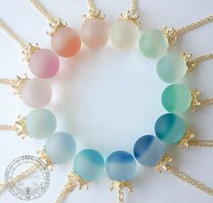 The video consists of 23 Christmas craft ideas. Kawaii Jewelry, Kawaii Accessories, Cute Jewelry, Diy Jewelry, Jewelry Accessories, Jewelry Making, Resin Crafts, Resin Art, Magical Jewelry
