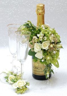 Lovely champagne bottle decorations, with matching glasses. Deco Floral, Arte Floral, Floral Design, Ikebana, Wedding Centerpieces, Wedding Decorations, Bottle Decorations, Valentines Flowers, Wine Bottle Crafts