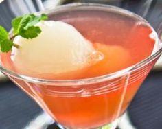 Litchi cocktail au soho et sirop de grenadine : http://www.fourchette-et-bikini.fr/recettes/recettes-minceur/litchi-cocktail-au-soho-et-sirop-de-grenadine.html