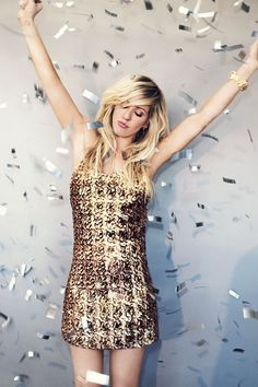 Ellie Goulding is ready to party. #shimmering #style