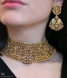 Wedding Jewelry Jaipur Gems Gorgeous Gold chocker necklace and earrings - Gold Chocker Necklace, Long Pearl Necklaces, Earings Gold, Chokers, Garnet Necklace, Choker Necklaces, Necklace Set, Gold Jewelry Simple, Gold Jewellery Design
