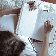 ¿Sabes a dónde vas mañana?  Antes de dormir, Kenneth Chenault (CEO de American Express) tiene la disciplina de anotar 3 cosas que quiere lograr al día siguiente y les dedica el tiempo, la energía y los recursos necesarios a cada una.  ¡Inténtalo! Si haces de ello un hábito ¡evitarás que las tareas importantes se vuelvan urgentes!