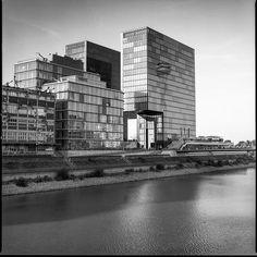 https://flic.kr/p/Ms7f8w | Rheinturm Düsseldorf | Hasselblad 501CM