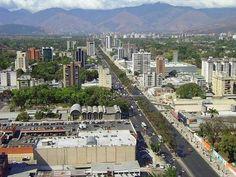 La ciudad de Valencia, fundada como Nueva Valencia del Rey, es una ciudad venezolana, capital del Estado Carabobo. Está ubicada en la Región Central de Venezuela, a orillas de la Cordillera de la Costa. Se encuentra a 172 km al oeste de Caracas, comunicándose con esta y con Maracay a través de la Autopista Regional del Centro, con Puerto Cabello (el principal puerto del país)