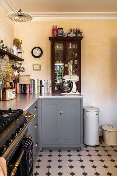 Shaker Kitchen, New Kitchen, Kitchen Dining, Kitchen Decor, Kitchen Cabinets, Country Kitchen, Kitchen Ideas, Devol Kitchens, Home Kitchens