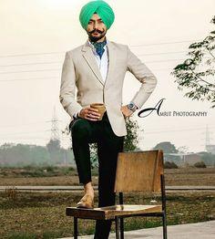 Gur Kurta Pajama Punjabi, Kurta Pajama Men, Punjabi Men, Punjabi Fashion, Mens Fashion Suits, Mens Suits, Boy Fashion, Gents Coat, Ladies Sangeet