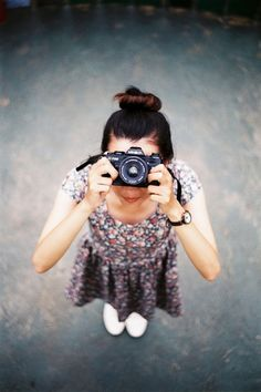 Hungry Dslr Photography Tips Reading Dslr Photography Tips, Love Photography, Vintage Photography, Fotografia Tutorial, Girls With Cameras, Photo Portrait, Pictures Of People, Ansel Adams, Female Photographers