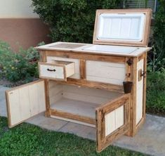 Pallet Tables Rustic table cooler for Sale in Murrieta, CA - New (never used), Rustic table cooler. Make an offer! Wood Cooler, Pallet Cooler, Patio Cooler, Diy Cooler, Outdoor Cooler, Recycled Pallets, Wood Pallets, Wooden Ice Chest, Cooler Stand