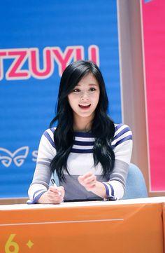 South Korean Girls, Korean Girl Groups, Evil Girl, Tzuyu Twice, Extended Play, Nayeon, Asian Beauty, Cute, Kpop