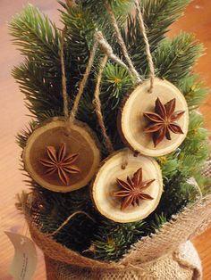 erikak / Prírodné vianočné ozdoby s badiánom Christmas Dyi Crafts, Diy Xmas Ornaments, Xmas Wreaths, Prim Christmas, Christmas Mood, Christmas Projects, Handmade Christmas, Christmas Decorations, Wood Slice Crafts