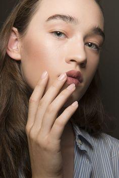Quando lo smalto fa (anche) bene: 10 smalti curativi per unghie bellissime (e sanissime)elleitalia
