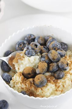 Risotto na słodko. Sweet risotto with cinnamon and blueberries. Gluten Free Recipes, Healthy Recipes, Risotto, Sweet Recipes, Blueberry, Cinnamon, Food And Drink, Cooking Recipes, Sweets