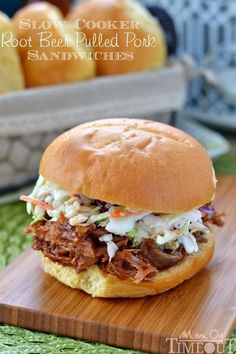 Slow Cooker Root Beer Pulled Pork Sandwiches - simple and delicious! Extra tender meat just packed with amazing flavor! The perfect easy weeknight dinner! Also excellent for game day eats! // Mom On Timeout Pork Recipes, Slow Cooker Recipes, Crockpot Recipes, Cooking Recipes, Recipies, Beste Burger, Breakfast Recipes, Dinner Recipes, Pork Sandwich