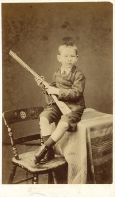 vintage everyday: Vintage Photos of Children with Guns