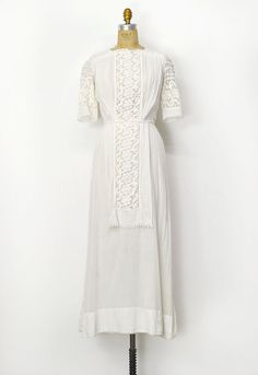 """antique Edwardian white wedding dress with lace \ measurements(XS) 